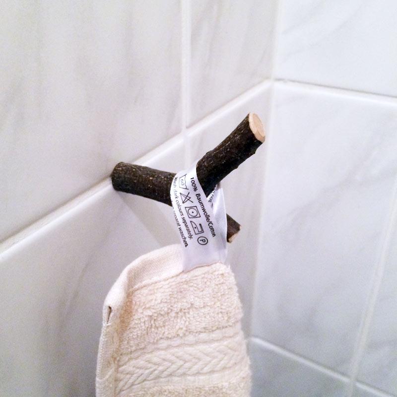 Ast als Handtuchhalter