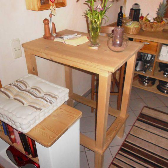 Gemütliche und platzsparende Sitzecke mit Stauraum