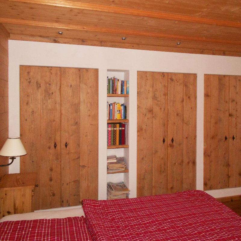 Schlafzimmer Schrankwand aus Altholz