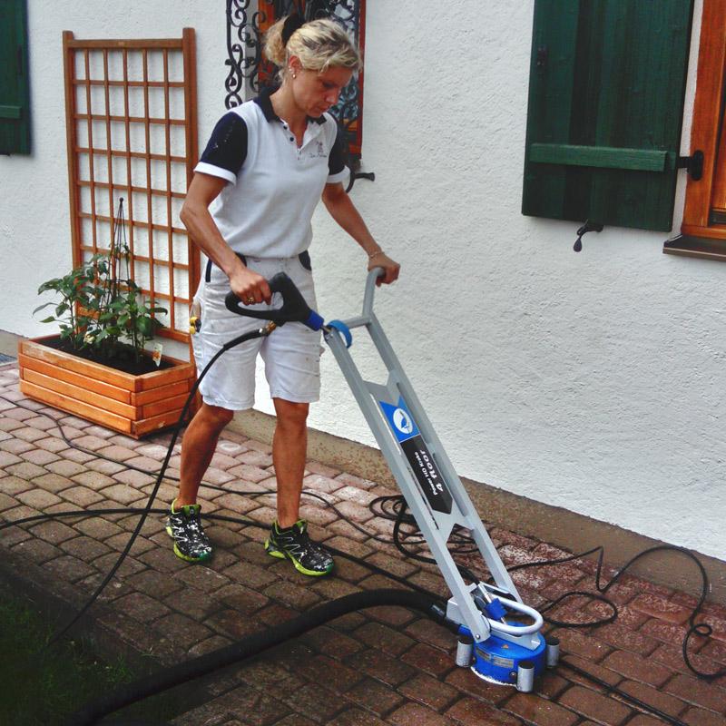 Malermeisterin Susan Menge Reinigung Betonpflaster