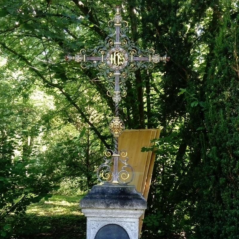 Bild Grabkreuz vorher